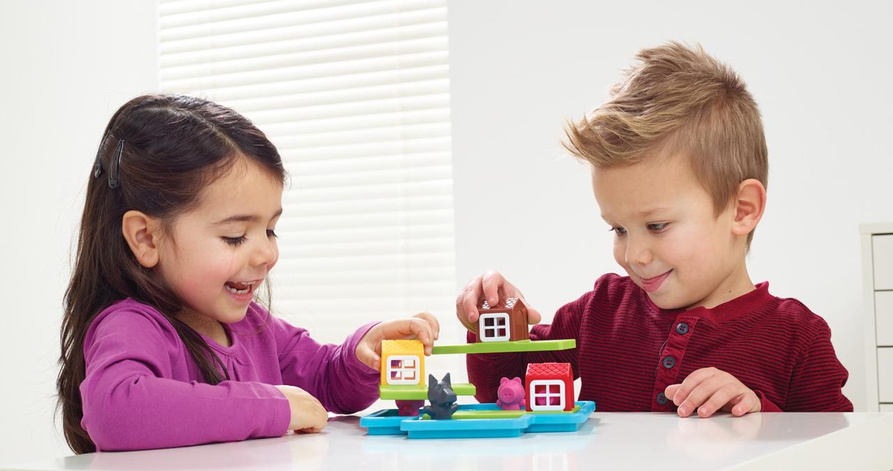 jeux junior les trois petits cochons deluxe. Black Bedroom Furniture Sets. Home Design Ideas
